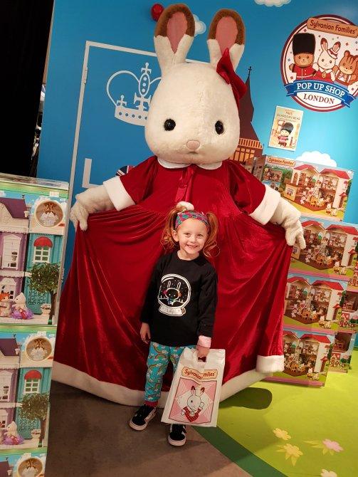Meeting a festive Freya at the London pop-up shop