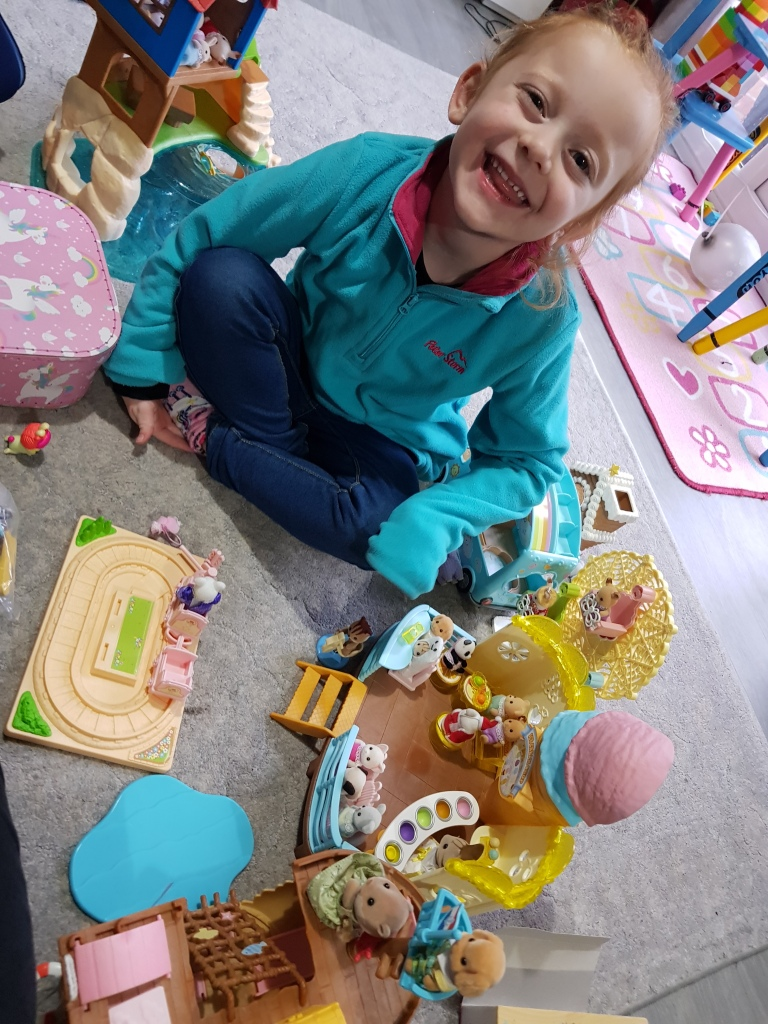 Playtime with Sylvanian Families - happy Lily, happy mama